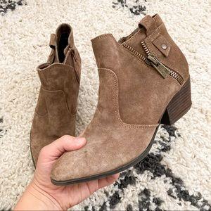 Crown Vintage Pointed Toe brown Suede booties